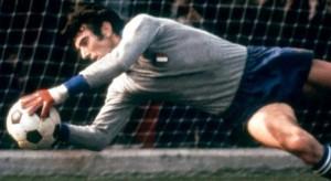 Dino Zoff là một trong những thủ thành xuất sắc nhất thế giới