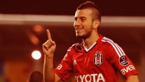 Oguzhan Ozyakup là ngôi sao triển vọng của đội tuyển Thổ Nhĩ Kỳ tham dự Euro 2016